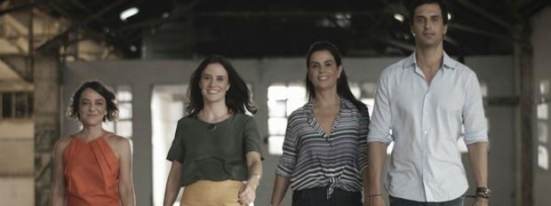 Os profissionais da 3ª temporada, a partir da esquerda: Renata Bartolomeu, Carolina Wambier, Leila Bittencourt e o novo integrante da trupe, o arquiteto Alexandre Gedeon (Foto: Divulgação/GNT)